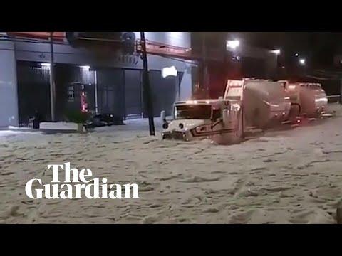 Mexico: Freak storm buries Guadalajara in 2-meter deep hail