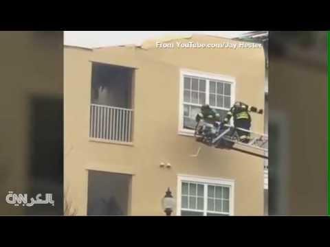 قفزة مذهلة لقط من مبنى يحترق