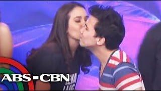 Karylle kisses Yael on 'Showtime'