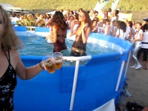 Deb&Daan Flirtation on the beach 2009 Deb durft nog niet t water in!!!