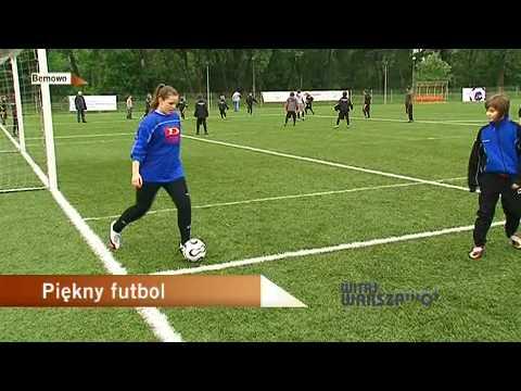 Dziewczyny Grają W Piłkę Nożną