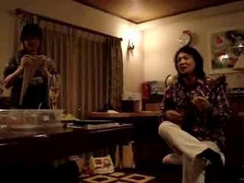 あるまんど山平さん、スペインの曲を弾く。舞さんと。