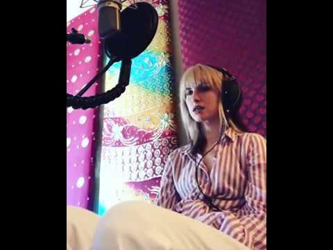 Hayley Willaims - Dead Horse (studio Vocals)