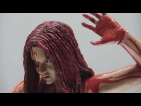 IT FIGURES | CARRIE ACTION FIGURE REVIEW : HORROR MONTH 2013