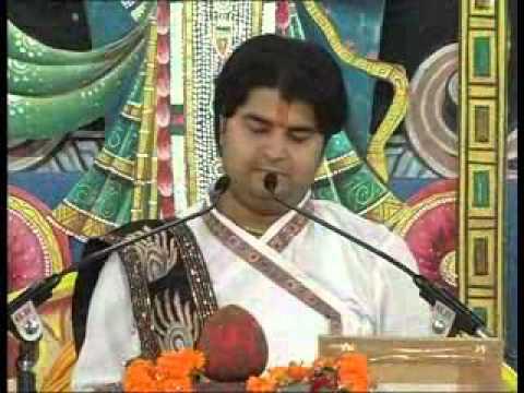 LIVE BHAJAN BY THAKUR JI-HAMARO DHAN RADHA SHRI RADHA SHRI RADHA...