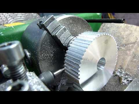 Как сделать зубчатый шкив на токарном станке / How to make a toothed pulley on the lathe