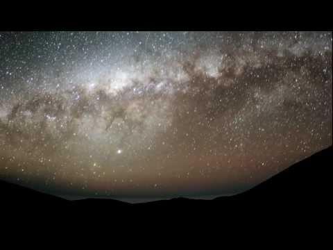 מבט מדהים אל החלל בהילוך מהיר