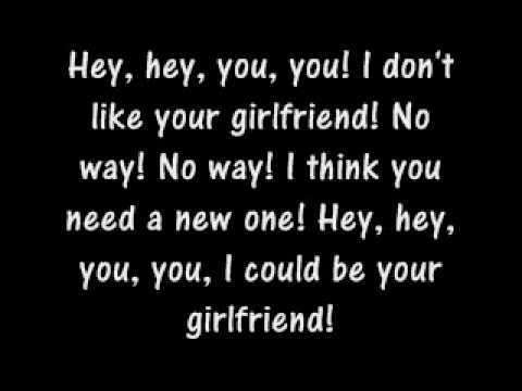 Avril Lavigne-girlfriend Lyrics video