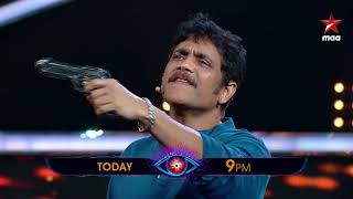 Mr.Deva(Nagarjuna) walks into #BiggBossTelugu2 set to support Das ( Nani) 😄 .. Watch Tonight at 9 PM