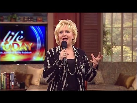 Chonda Pierce: The Merry Widow (James Robison / LIFE Today)