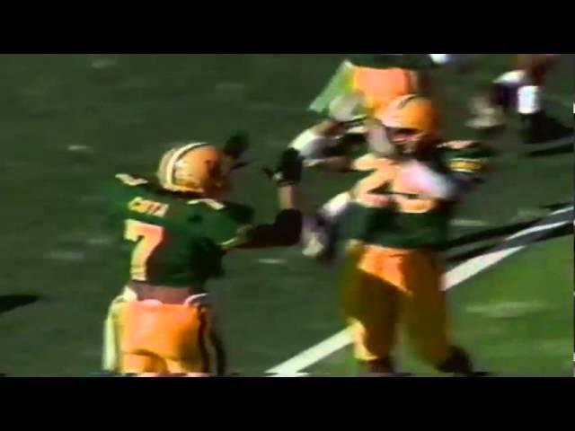 Oregon safety Chad Cota intercepts a pass vs. new Mexico St. 10-05-91