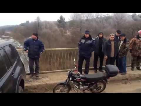 Джип снёс перила на Фаянсовском мосту
