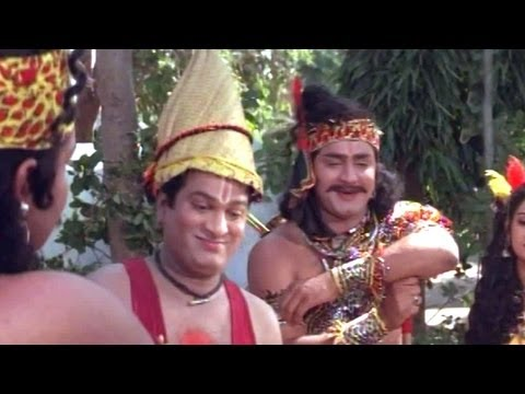 Comedy Kings - Rajendraprasad Showing Parnasala To Childrens - Srikanth, Laya video