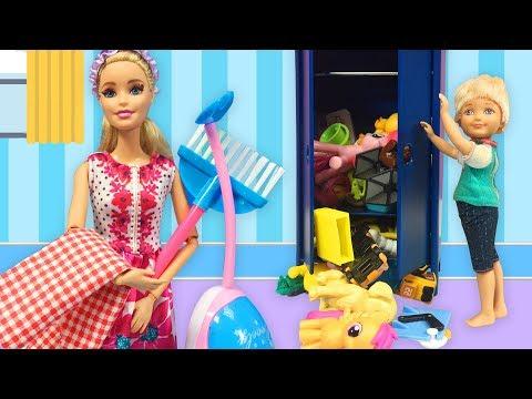 Barbie ve Ailesi Bölüm 131 - Can'ın Odasındaki Pis Koku - Çizgi film tadında Barbie oyunları