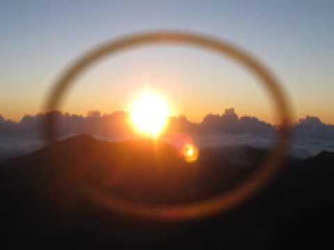 Saori Mandala (heart Plexus) - Sunrise sunset Meditation - Maui, 2009. Kiirtan: Soja video