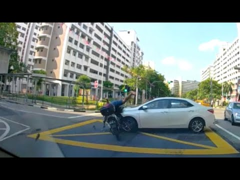 28jul2019  simei street 3 & 5  toyota turn right without checking if road was clear