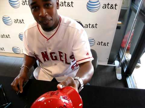 Chone Figgins signing autographs Video