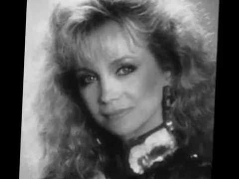 George Jones and Barbara Mandrell Sing When Country Wasn