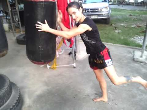 Jumping Knees on a Heavy Bag - Lanna Muay Thai Image 1