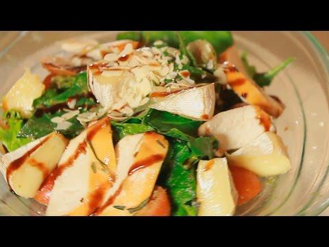 Салат с медовой курицей и сыром Камамбер. Рецепт от шеф-повара.