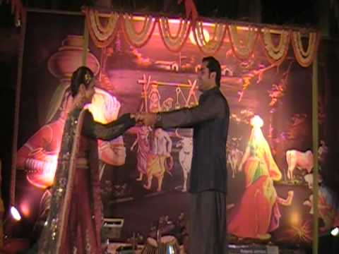 Ek Din Aap Yun Choreographed By Deepshikha Arora.final By Mohindroo Family In Delhi 2011 video