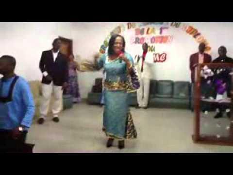 Moment d'Adoration avec la Chantre Constance à Grâce et Merveilles Yopougon