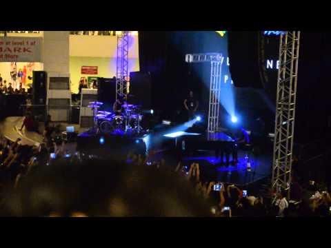 Twenty One Pilots - Car Radio Live in Manila  (TriNoma 07192015)