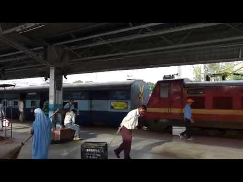 Kerala Express meets Mangala Lakshadweep Express at Jhansi Jn station