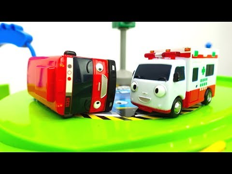 Acil durum araçları🚓🚑. Yardımcı arabalar görev başında💪 Çocuklar için arabalar.