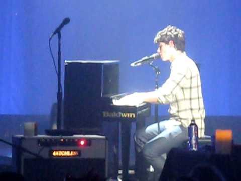 Nick Jonas singing Black Keys A Little Bit Longer & his Speech 1.13.10