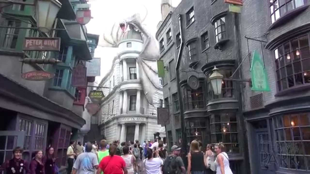 First Park Guests Enter Diagon Alley At The Wizarding