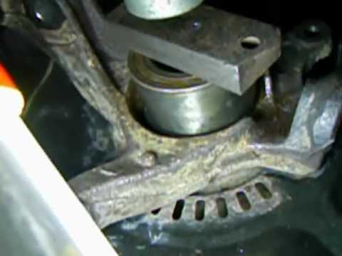 Changing Toyota Yaris Front Wheel Bearing Part 5_Pressing new bearing into hub