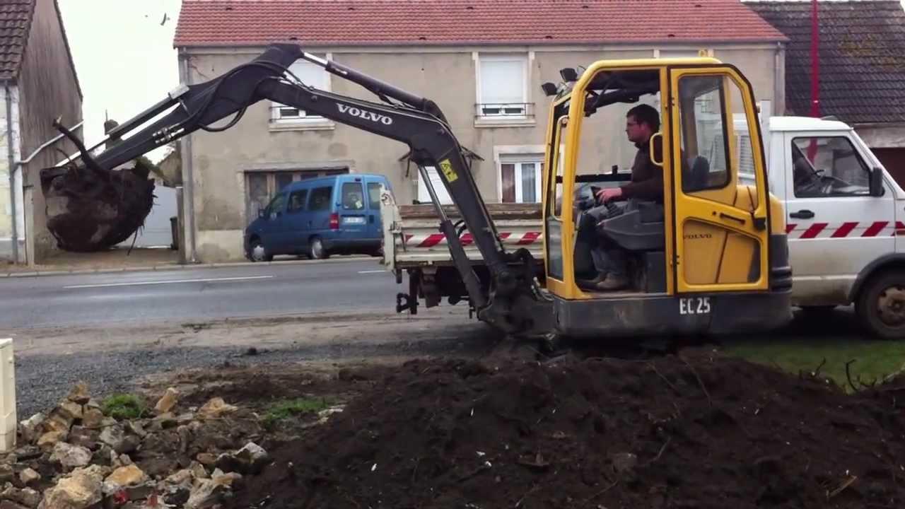 mini pelle volvo ec25 pelleteuse chantier terrassement youtube. Black Bedroom Furniture Sets. Home Design Ideas