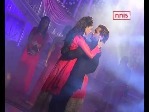 Ravi Getting Engaged To Nivedita In Front Of Devika In Kalash thumbnail