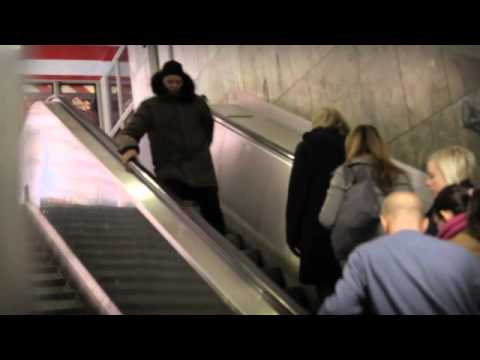 Mission#72 - Walk the wrong way in an escalator