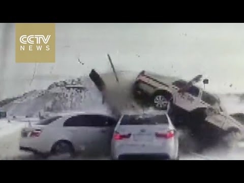 One dead in car crash on icy road in north China