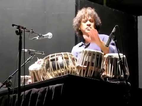 A very nice performance by Zakir Hussain