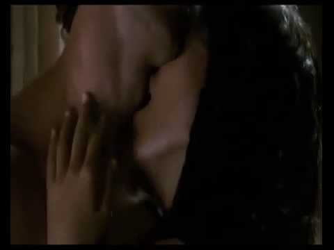 Bárbara Mori & Hrithik Roshan Hot Kiss Kites video