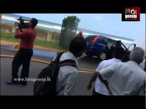 Nissan X Trail Fire On Marine Drive, Sri Lanka - Hiru Gossip (hirugossip.lk) video