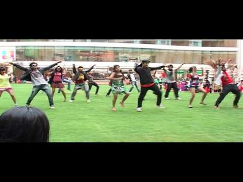 Flash Mob In The Garden - Dil Garden Garden Ho Gaya - Kyaa Super Kool Hain Hum video