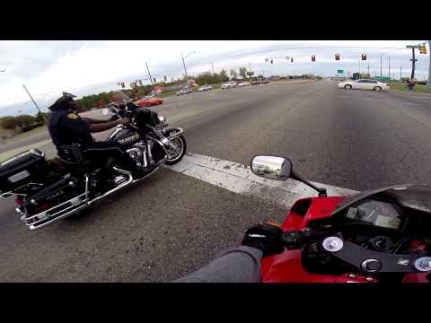 CBR600RR Vs  Police Harley Davidson