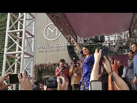 Kareen Kapoor Performes Live on her Songs in Delhi at Malabar Gold & Diamonds Showroom Launch