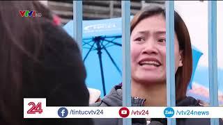 Công nhân rơi nước mắt- thưởng Tết về đâu? | VTV24