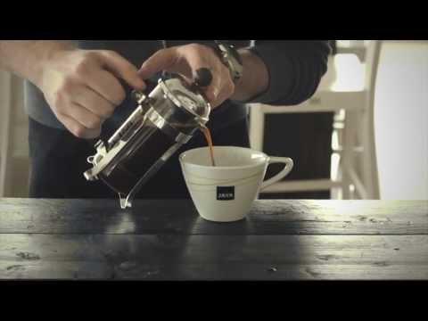 Préparer Un Bon Café Java Avec Une Cafetière video