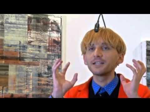 فنان إسباني مصاب بعمى الألوان يرى الألوان عبر السمع