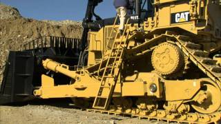 Cat® D11T Large Dozer | Access Ladder Demonstration