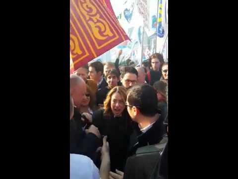 """L'arrivo di Giorgia Meloni a Piazza del Popolo a Roma per la manifestazione """"Renzi a casa"""""""