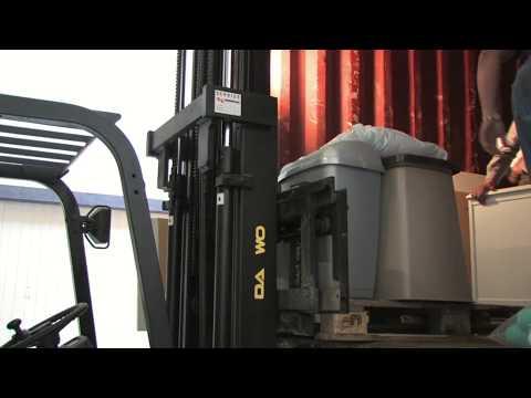 Gambia Laden container voor Pinai