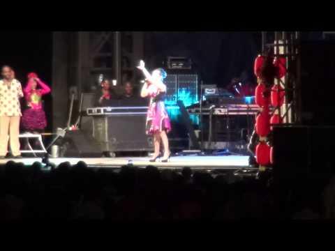 VIII Festival Nacional Da Cultura Inhambane 2014: Cantora Chinesa interpreta musica mocambicana