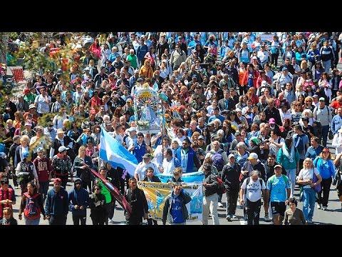 cientos de miles de fieles peregrinan hacia lujan